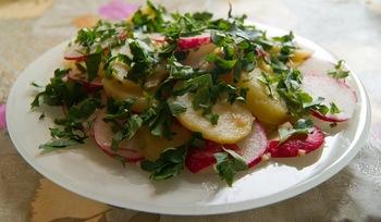 Картофельный салат по-весеннему