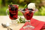Лесные ягоды в желе из шампанского