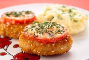 Котлеты из индейки с сыром и помидорами