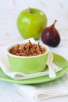 Крамбл з яблуком і інжиром