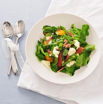 Салат со сливами и сыром фета