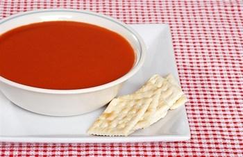 Красный витаминный холодный суп