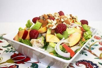 Курячий салат з персиком