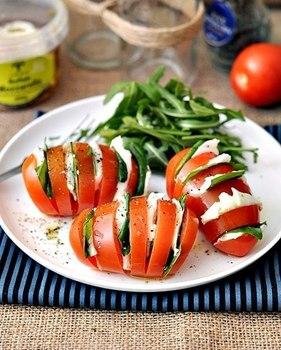 "Салат ""Капрезе"" в помидоре"