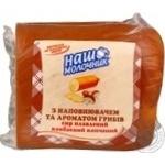 Сыр Наш Молочник с наполнителем и ароматом грибов плавленый колбасный копченый 40% Украина