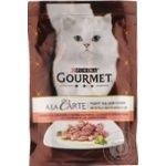 Корм GOURMET A la Carte С лососем в подливке со шпинатом кабачками и зелеными бобами для взрослых кошек 85г