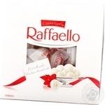 Конфеты Ferrero Raffaello хрустящие в кокосовой стружке с цельным миндальным орехом 240г